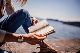 Bücher und Medien für Erwachsene